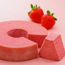 Minamoto Kitchoan STRAWBERRY BAUMKUCHEN